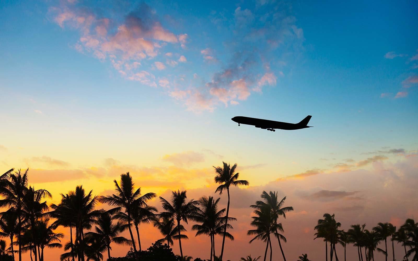 airplane-sunset-flight-HAPPYPASSENGER1017
